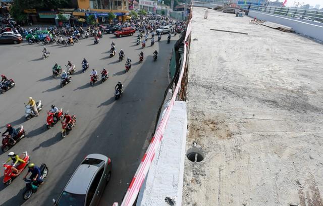 Cầu vượt vào sân bay Tân Sơn Nhất thông thoáng ngày khánh thành ảnh 11