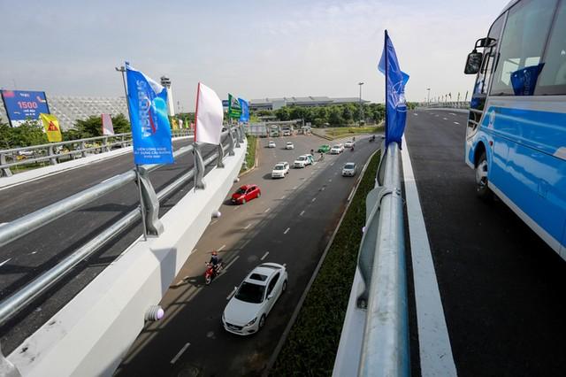 Cầu vượt vào sân bay Tân Sơn Nhất thông thoáng ngày khánh thành ảnh 3