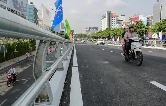 Cầu vượt vào sân bay Tân Sơn Nhất thông thoáng ngày khánh thành ảnh 5