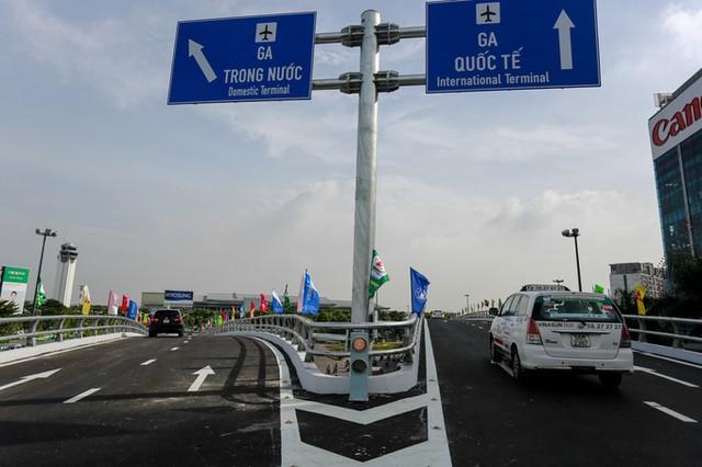 Cầu vượt vào sân bay Tân Sơn Nhất thông thoáng ngày khánh thành ảnh 6