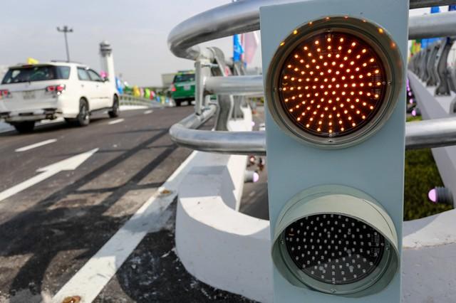 Cầu vượt vào sân bay Tân Sơn Nhất thông thoáng ngày khánh thành ảnh 7