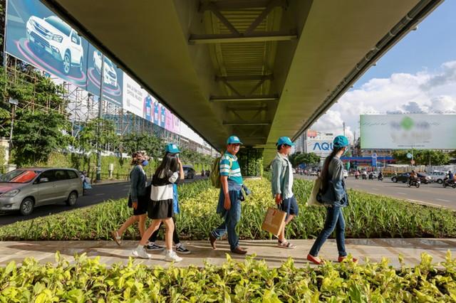 Cầu vượt vào sân bay Tân Sơn Nhất thông thoáng ngày khánh thành ảnh 9