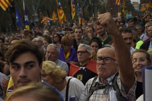 Catalonia ký tuyên bố độc lập khỏi Tây Ban Nha nhưng hoãn thi hành ảnh 1