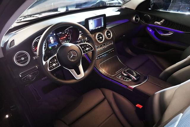 Mercedes C-class mới giá từ 1,5 tỷ - xe sang muốn lấy khách bình dân ảnh 5