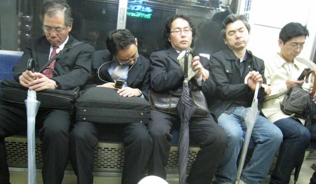 Nhân viên tự tử, doanh nghiệp Nhật Bản đối mặt sự kiểm soát khắt khe ảnh 2