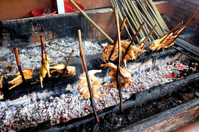 Đến Pleiku ăn đặc sản cơm lam gà nướng ảnh 2