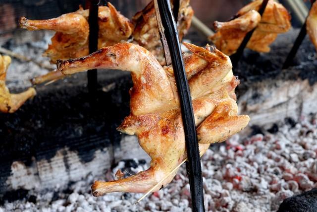 Đến Pleiku ăn đặc sản cơm lam gà nướng ảnh 4