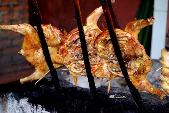 Đến Pleiku ăn đặc sản cơm lam gà nướng ảnh 5