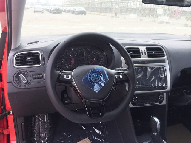 Volkswagen Cross Polo về Việt Nam giá 725 triệu - đối thủ mới của Ford EcoSport ảnh 3