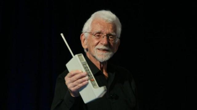 """5G có thể khiến điện thoại trở nên """"xấu xí"""" như thập niên 80 ảnh 1"""