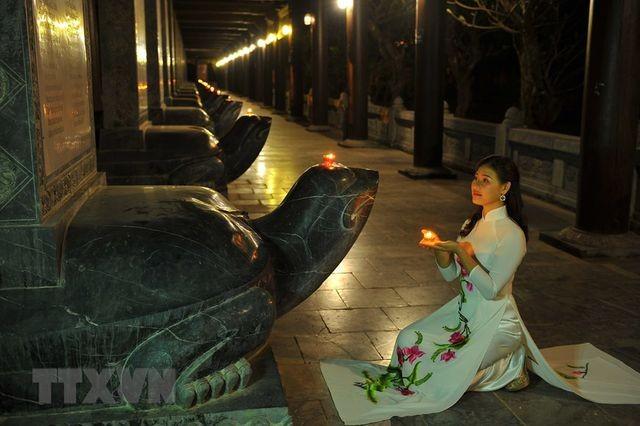 Khám phá vẻ đẹp về đêm của ngôi chùa lớn nhất Việt Nam ảnh 5