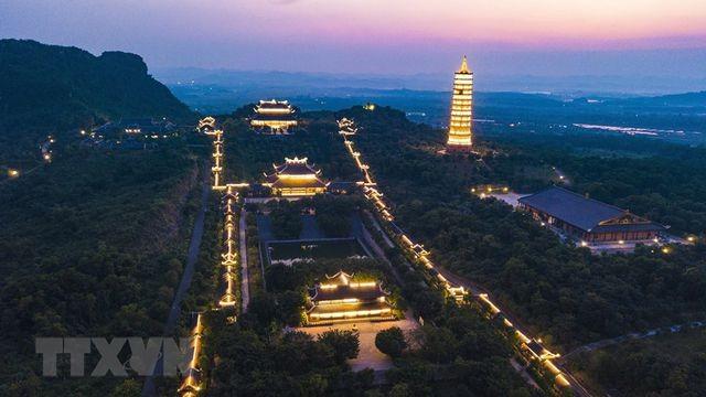 Khám phá vẻ đẹp về đêm của ngôi chùa lớn nhất Việt Nam ảnh 7