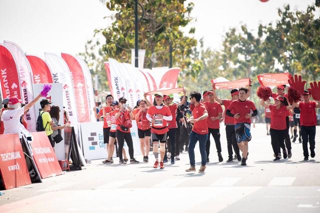 Hàng chục nghìn vận động viên chinh phục cung đường xanh tại giải Marathon quốc tế Thành phố Hồ Chí Minh Techcombank 2019 ảnh 1