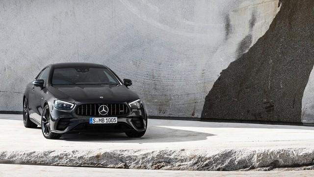 Mercedes-Benz E-Class 2021 Coupe và Cabrio ra mắt với phong cách thời trang sành điệu, bóng bẩy ảnh 5