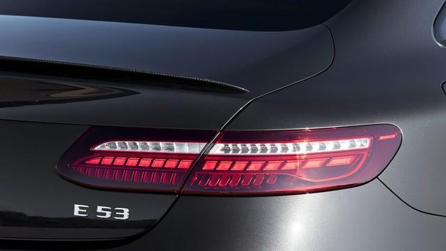 Mercedes-Benz E-Class 2021 Coupe và Cabrio ra mắt với phong cách thời trang sành điệu, bóng bẩy ảnh 3