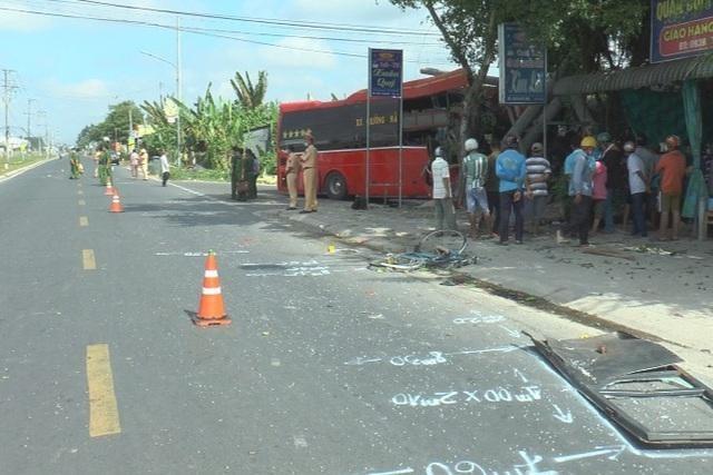 Đồng Tháp: Xe khách va chạm đoàn xe đạp chạy thể dục, 3 người tử vong ảnh 1