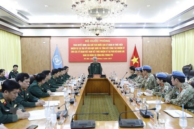 Trao quyết định cho sỹ quan Việt Nam thực hiện nhiệm vụ tại Trụ sở Liên hợp quốc ảnh 1