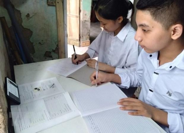 Bộ Tài chính đề xuất hỗ trợ học sinh mua máy tính học trực tuyến ảnh 1