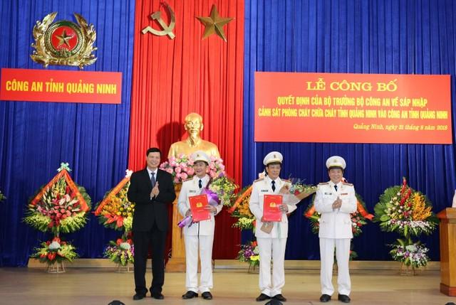 Trao quyết định bổ nhiệm lãnh đạo Công an tỉnh Quảng Ninh ảnh 1