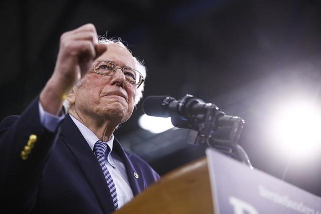 Ông Trump: Tôi thà cạnh tranh với Bloomberg còn hơn là với Bernie Sanders ảnh 1