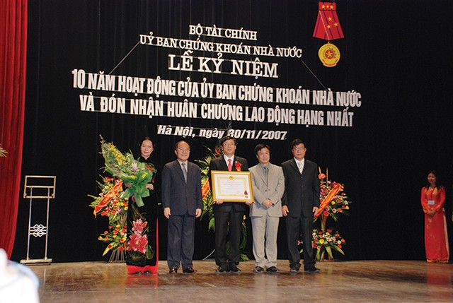 Nhìn lại chặng đường xây dựng và phát triển TTCK Việt Nam ảnh 1