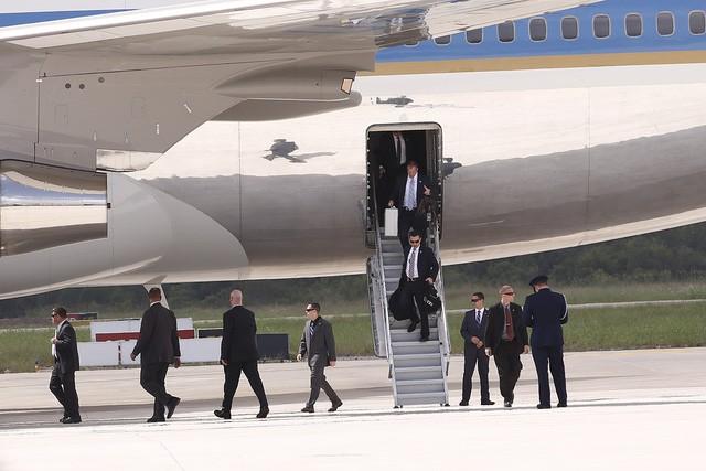 Những hình ảnh đầu tiên của Tổng thống Mỹ Donald Trump tại Việt Nam ảnh 3