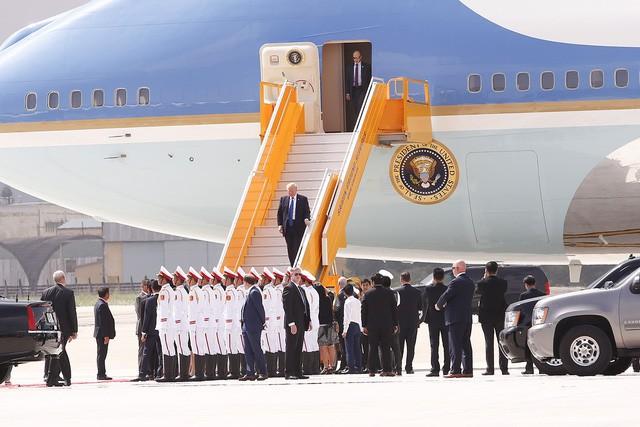 Những hình ảnh đầu tiên của Tổng thống Mỹ Donald Trump tại Việt Nam ảnh 8