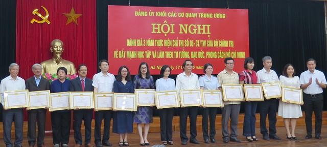 Học tập, làm theo tư tưởng, đạo đức, phong cách Hồ Chí Minh chính là sự nêu gương thiết thực nhất ảnh 1