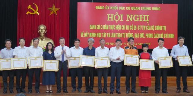 Học tập, làm theo tư tưởng, đạo đức, phong cách Hồ Chí Minh chính là sự nêu gương thiết thực nhất ảnh 2