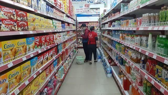 Lương thực, thực phẩm đầy ắp kệ siêu thị, người dân thoải mái mua sắm ảnh 5