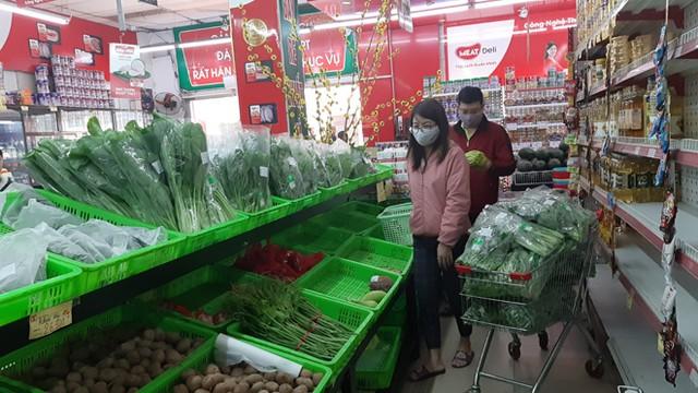 Lương thực, thực phẩm đầy ắp kệ siêu thị, người dân thoải mái mua sắm ảnh 6