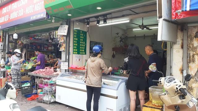 Lương thực, thực phẩm đầy ắp kệ siêu thị, người dân thoải mái mua sắm ảnh 9