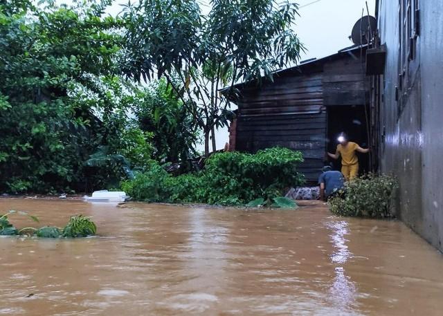 Đà Nẵng - Quảng Nam sơ tán triệt để người dân vùng nguy hiểm do mưa lũ ảnh 1