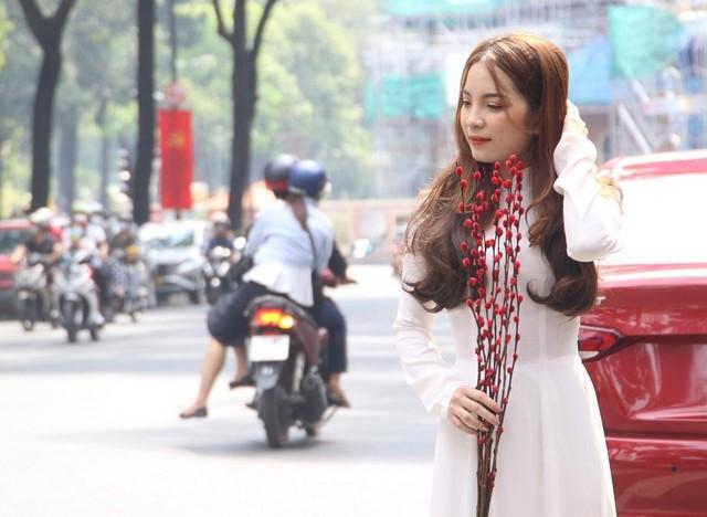 Thiếu nữ Sài Gòn xuống phố check-in đón mùa Xuân tới ảnh 2