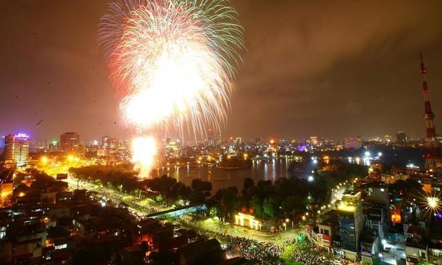 Mãn nhãn với màn pháo hoa chào năm mới Tân Sửu 2021 ảnh 2