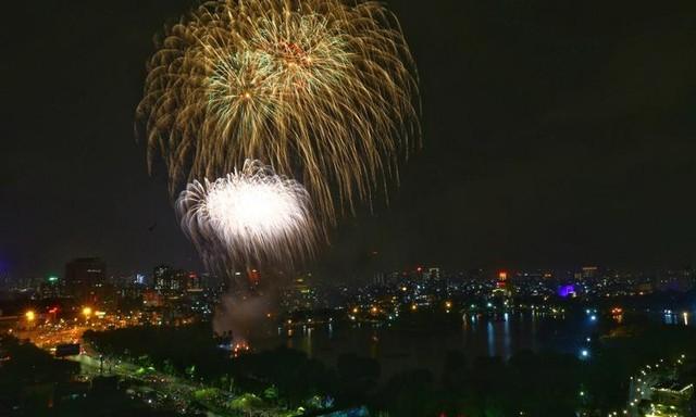 Mãn nhãn với màn pháo hoa chào năm mới Tân Sửu 2021 ảnh 3