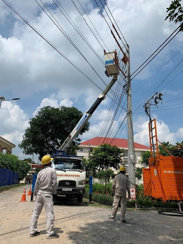 Thần tốc cấp điện cho bệnh viện dã chiến tại huyện Hóc Môn ảnh 1