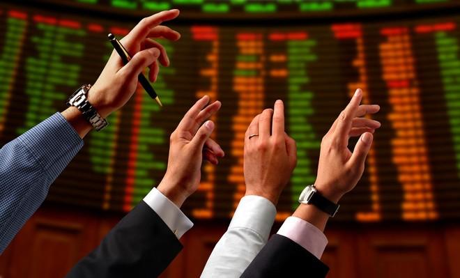 """Thị trường chứng khoán đang là kênh đầu tư được yêu thích, nghề tư vấn đầu tư theo đó cũng trở nên """"hot"""" hơn. Ảnh: Shutterstock."""