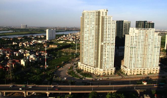 Tháng 7, mức quan tâm và giao dịch đều giảm, nhưng giá căn hộ tại TP.HCM và Hà Nội vẫn tăng