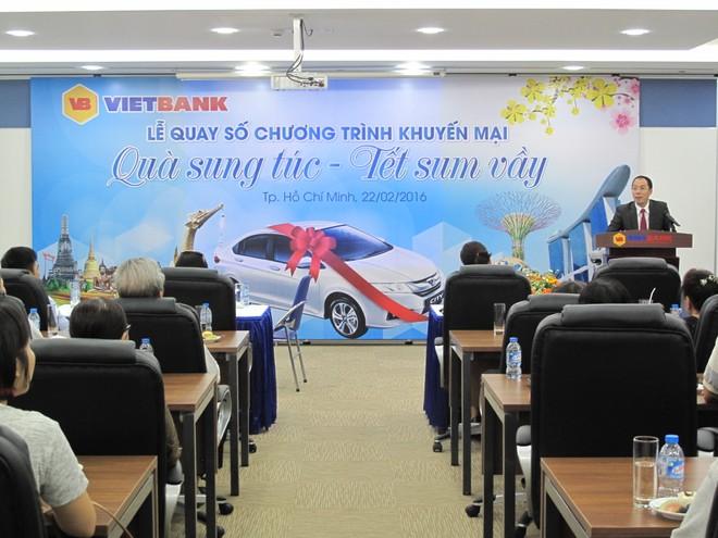 """Gần 20 khách hàng đã trúng thưởng """"Quà sung túc - Tết sum vầy"""" của VietBank"""