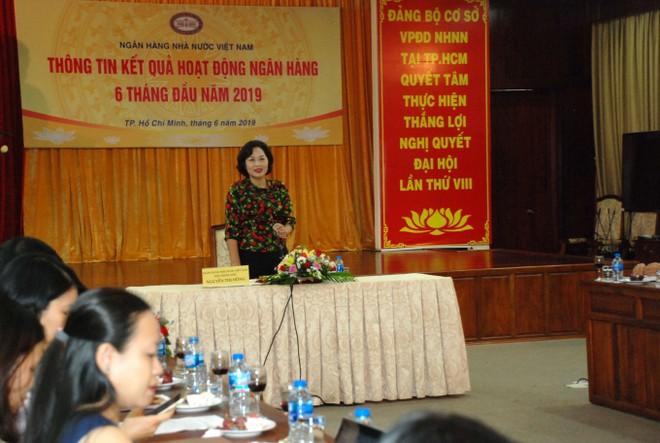 Phó thống đốc NHNN Nguyễn Thị Hồng phát biểu tại buổi gặp mặt báo chí