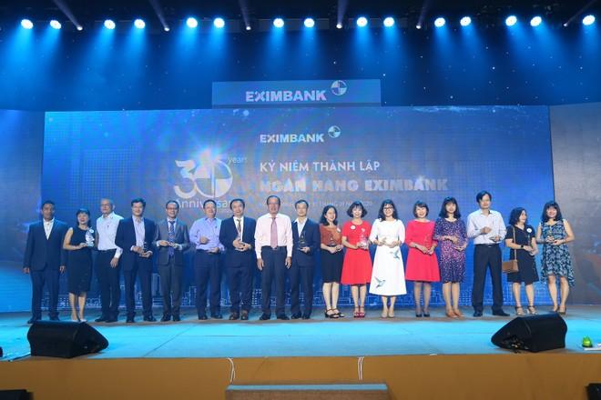 Eximbank 30 năm: Đồng hành và tiếp bước vươn xa