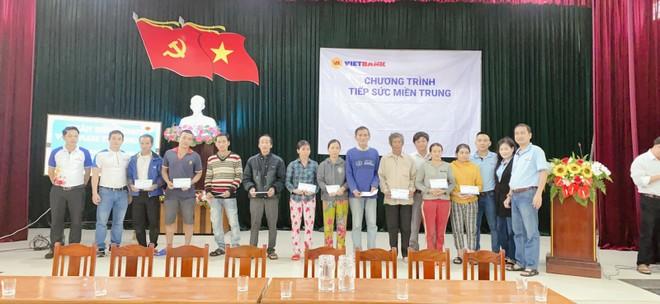 Cán bộ nhân viên VietBank đồng lòng chia sẻ với miền Trung những ngày bão lũ