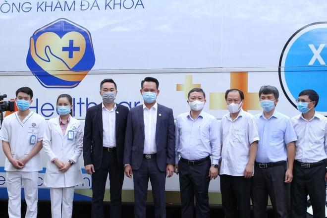 Hội Doanh nhân trẻ Việt Nam phối hợp TTC và DHA healthcare bàn giao xe khám, lấy mẫu xét nghiệm Covid-19 lưu động ảnh 1