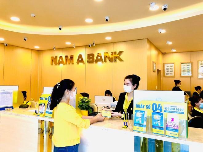 Khách hàng giao dịch tại Nam A Bank Thừa Thiên Huế