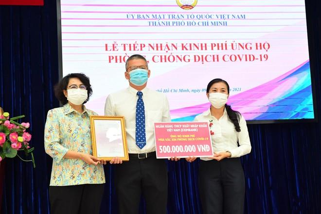 Ngày 09/06/2021, đại diện Eximbank trao 500 triệu đồng trao cho Ủy ban Mặt trận Tổ quốc Việt Nam – TP.HCM