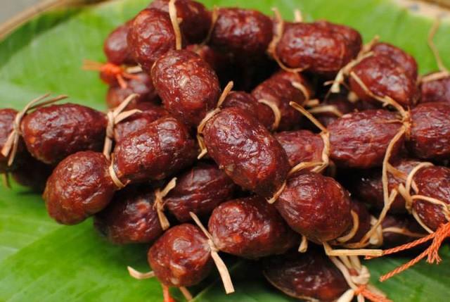 Khám phá thế giới đồ ăn vặt bên bến Ninh Kiều ảnh 2