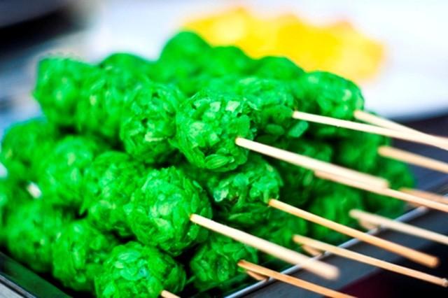 Khám phá thế giới đồ ăn vặt bên bến Ninh Kiều ảnh 3
