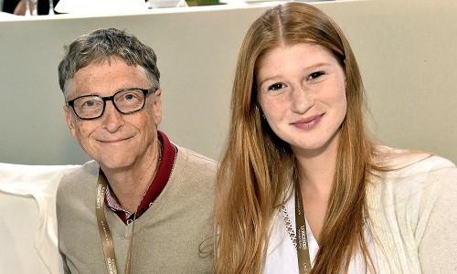 Bill Gates chụp cùng con gái Jennifer, sinh viên Đại học Stanford.