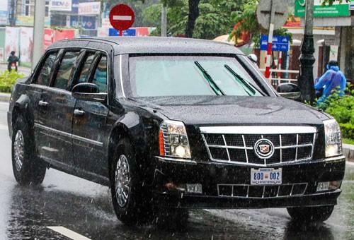 """Xe """"Quái thú"""" của Tổng thống Mỹ được máy bay vận tải chở tới Đà Nẵng ngày 8/11. Ảnh: Đức Đồng."""